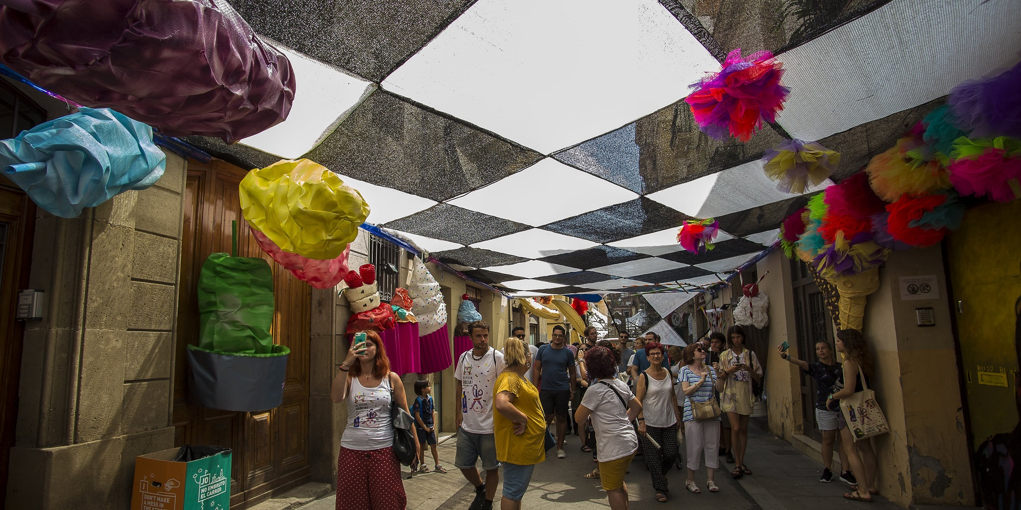 Gracia Festival: people enjoying the decorated streets